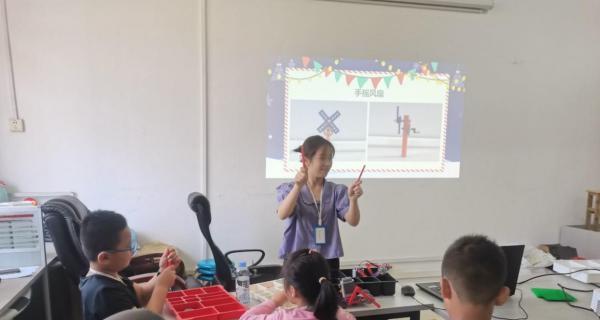 广西教育学院开展机器人教育公益活动,助推人工智能与教育的深度融合